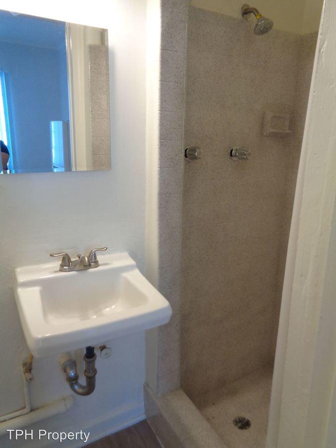 Studio 1 Bathroom Apartment for rent at 5640 Santa Monica Blvd in Los Angeles, CA
