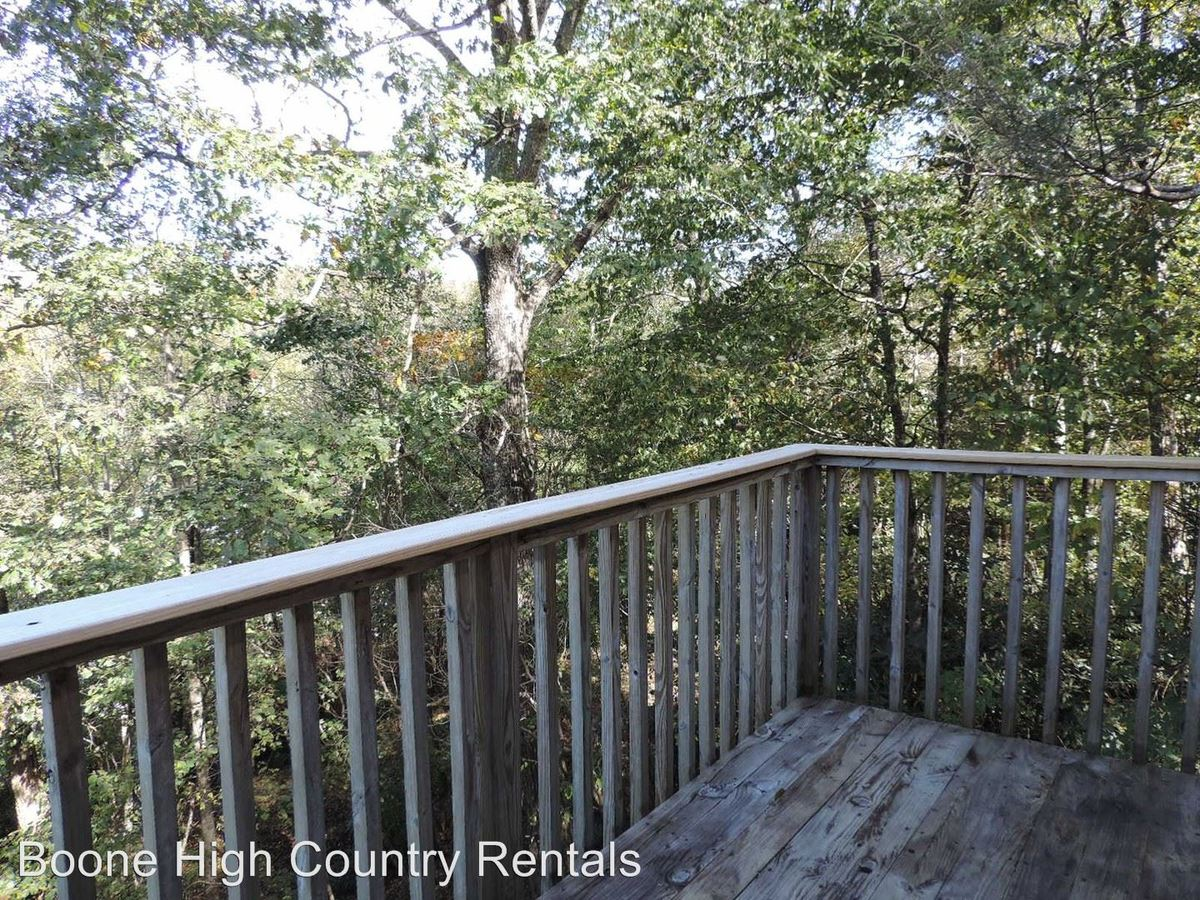 4 Bedrooms 2 Bathrooms Apartment for rent at 323 Mountain Aire Lane in Boone, NC