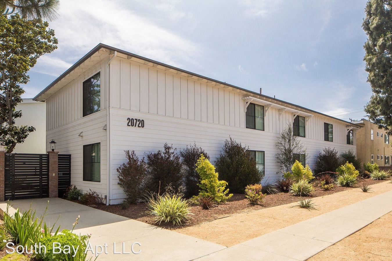 2 Bedrooms 1 Bathroom Apartment for rent at 20700-20720 Anza Ave in Torrance, CA