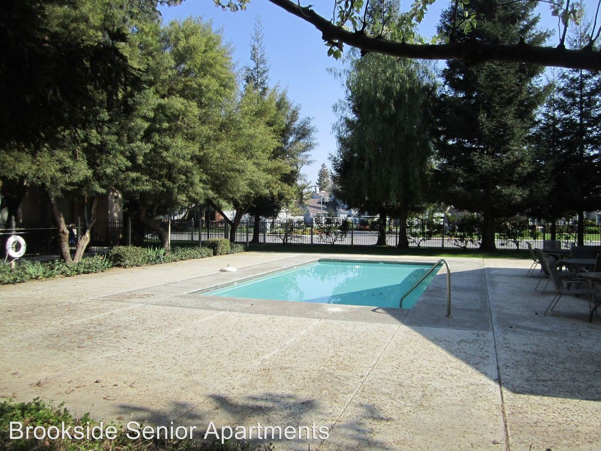 2 Bedrooms 1 Bathroom Apartment for rent at 2605 Brookside Dr. in Bakersfield, CA
