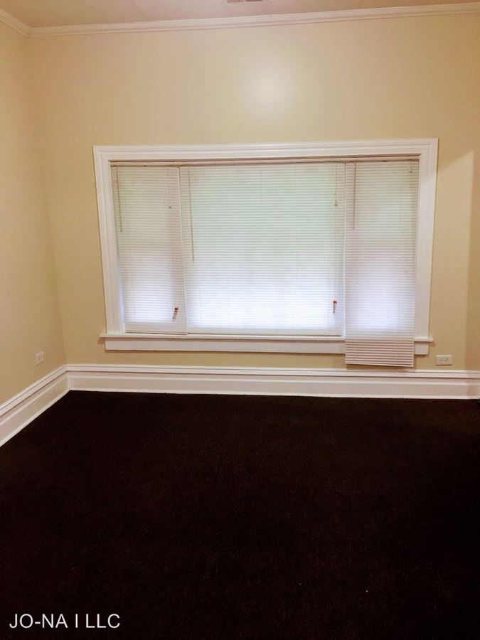 3 Bedrooms 1 Bathroom Apartment for rent at 1034 W. 61st St. in Chicago, IL