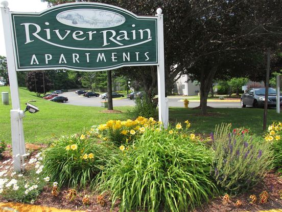 2 Bedrooms 2 Bathrooms Apartment for rent at Riverrain Apartments & 706 Pearl St Townhouses in Ypsilanti, MI