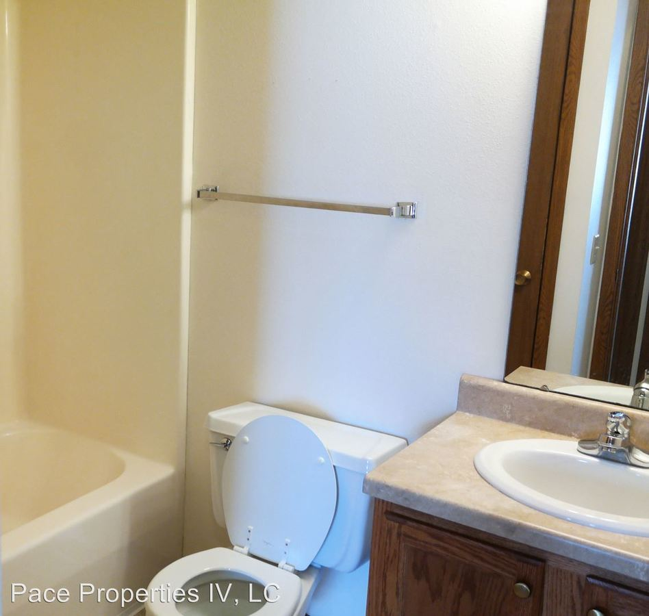 2 Bedrooms 1 Bathroom Apartment for rent at 1321 Sunset Street in Iowa City, IA