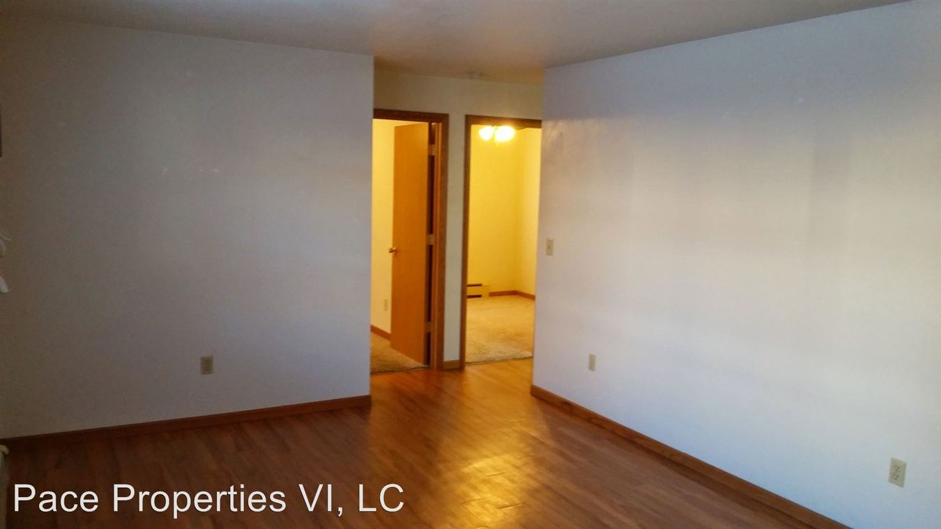 2 Bedrooms 1 Bathroom Apartment for rent at 204/208 Main St in Hills, IA