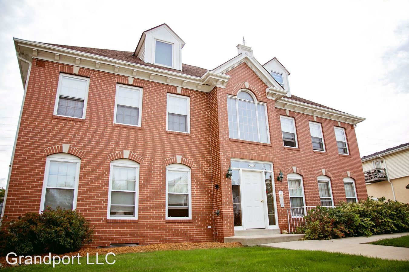 2 Bedrooms 1 Bathroom Apartment for rent at 465 - 473 W Grand Ave in Port Washington, WI