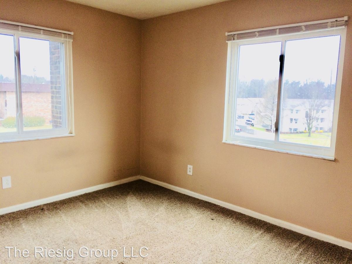 1 Bedroom 1 Bathroom Apartment for rent at 208 Lakeshore Dr in Lexington, KY