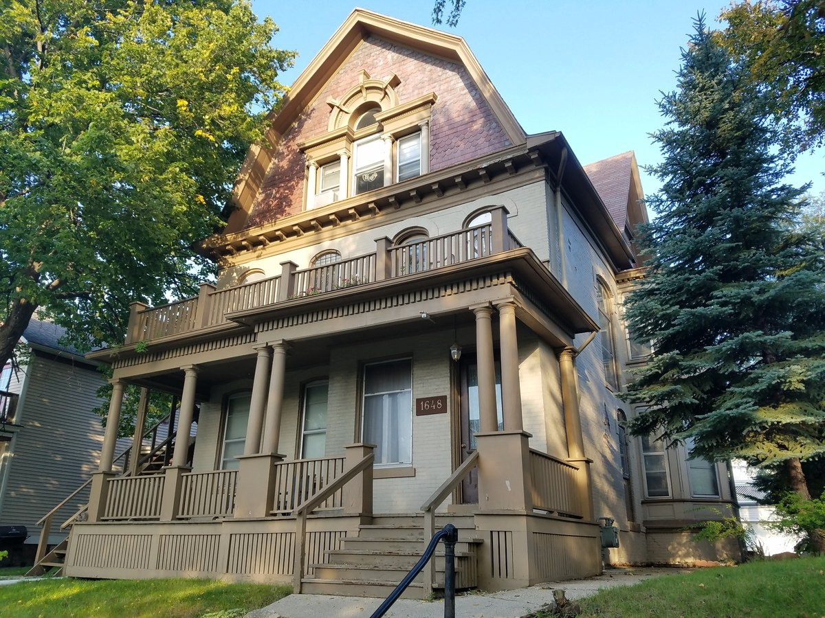 2 Bedrooms 1 Bathroom Apartment for rent at Trostle Mansion in Milwaukee, WI