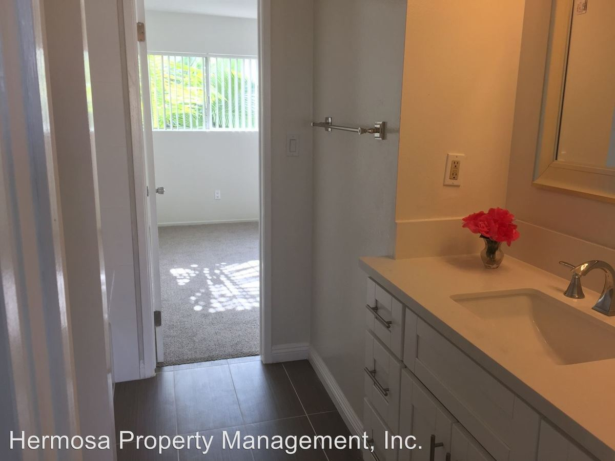 2 Bedrooms 1 Bathroom Apartment for rent at 1900 Dufour Ave in Redondo Beach, CA