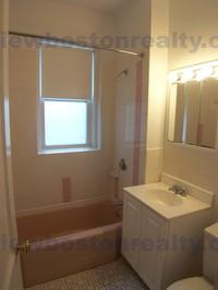 3 Bedrooms 1 Bathroom Apartment for rent at 115 Kilsyth Road Apt# 6-p in Brighton, MA