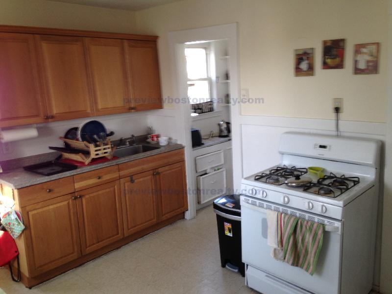 3 Bedrooms 1 Bathroom Apartment for rent at 58 Brock Street Apt# 3-p in Brighton, MA
