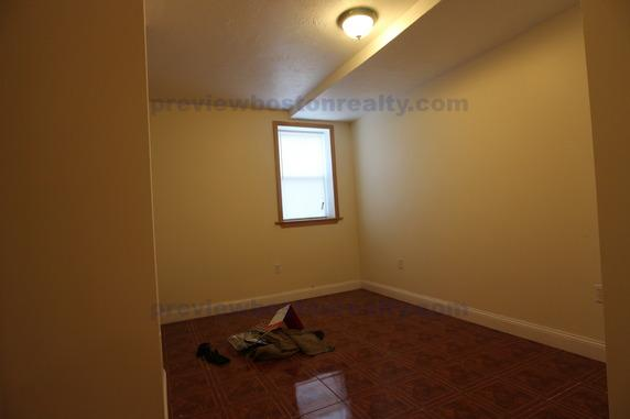 2 Bedrooms 2 Bathrooms Apartment for rent at 191 Winthrop Road Apt# B-p in Brookline, MA
