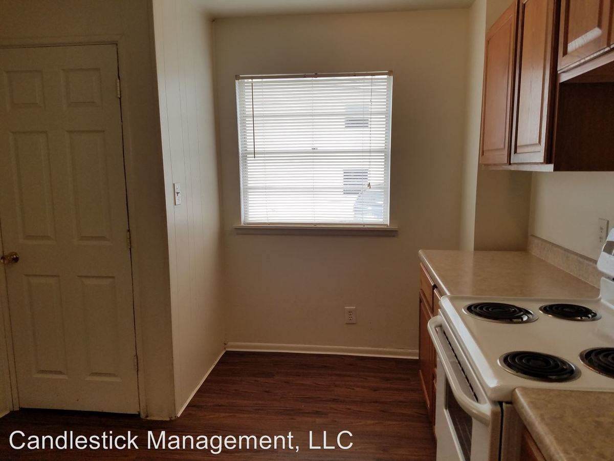 2 Bedrooms 1 Bathroom Apartment for rent at 441 Se Winfield Ave in Topeka, KS