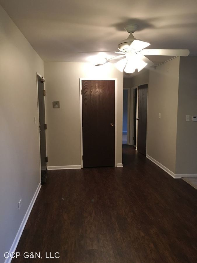 2 Bedrooms 1 Bathroom Apartment for rent at 1330 E Chicago Ave in Naperville, IL