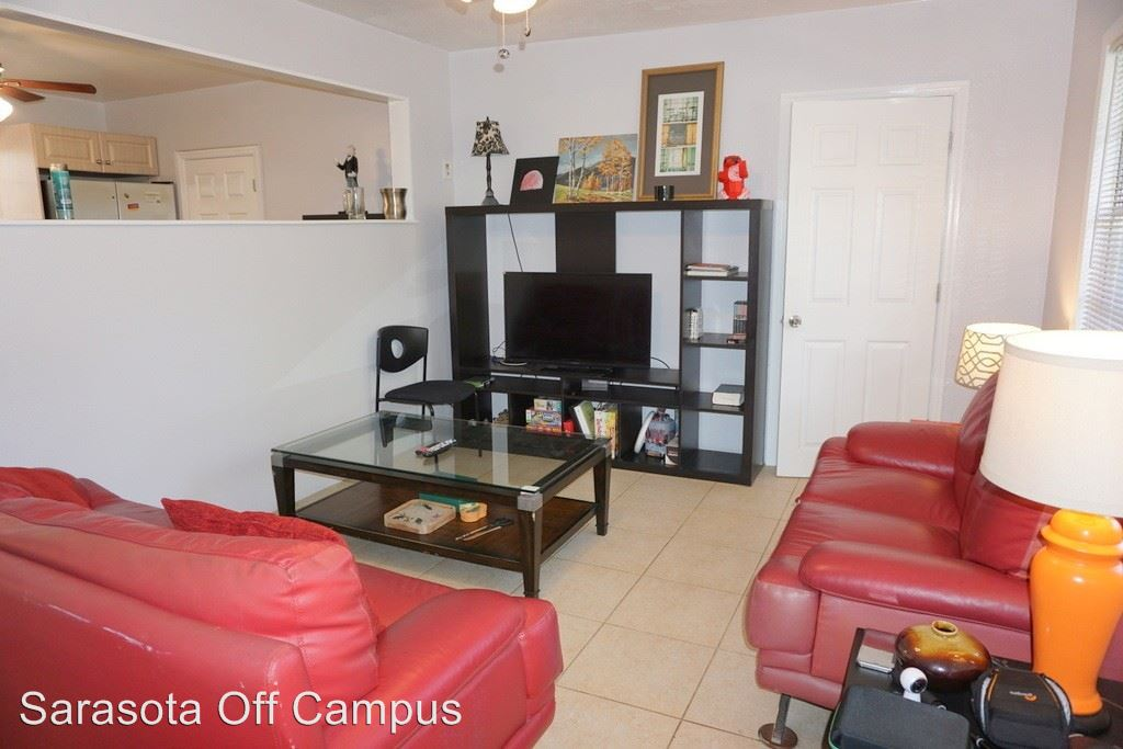 Studio 1 Bathroom Apartment for rent at 1078 40th St in Sarasota, FL