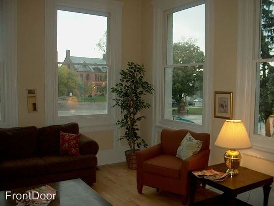 1 Bedroom 1 Bathroom Apartment for rent at 3805 Lindell Blvd. White House in St Louis, MO