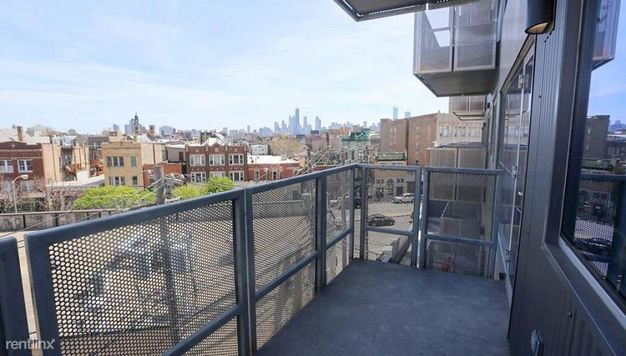 Studio 1 Bathroom Apartment for rent at 1237 N Milwaukee Ave in Chicago, IL