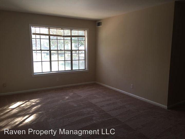 2 Bedrooms 1 Bathroom Apartment for rent at 818 University in Huntsville, TX