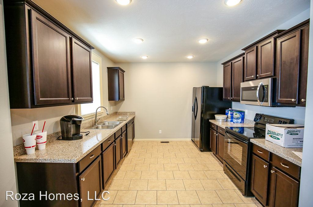 5 Bedrooms 2 Bathrooms Apartment for rent at 1351 E. Cherry in Springfield, MO