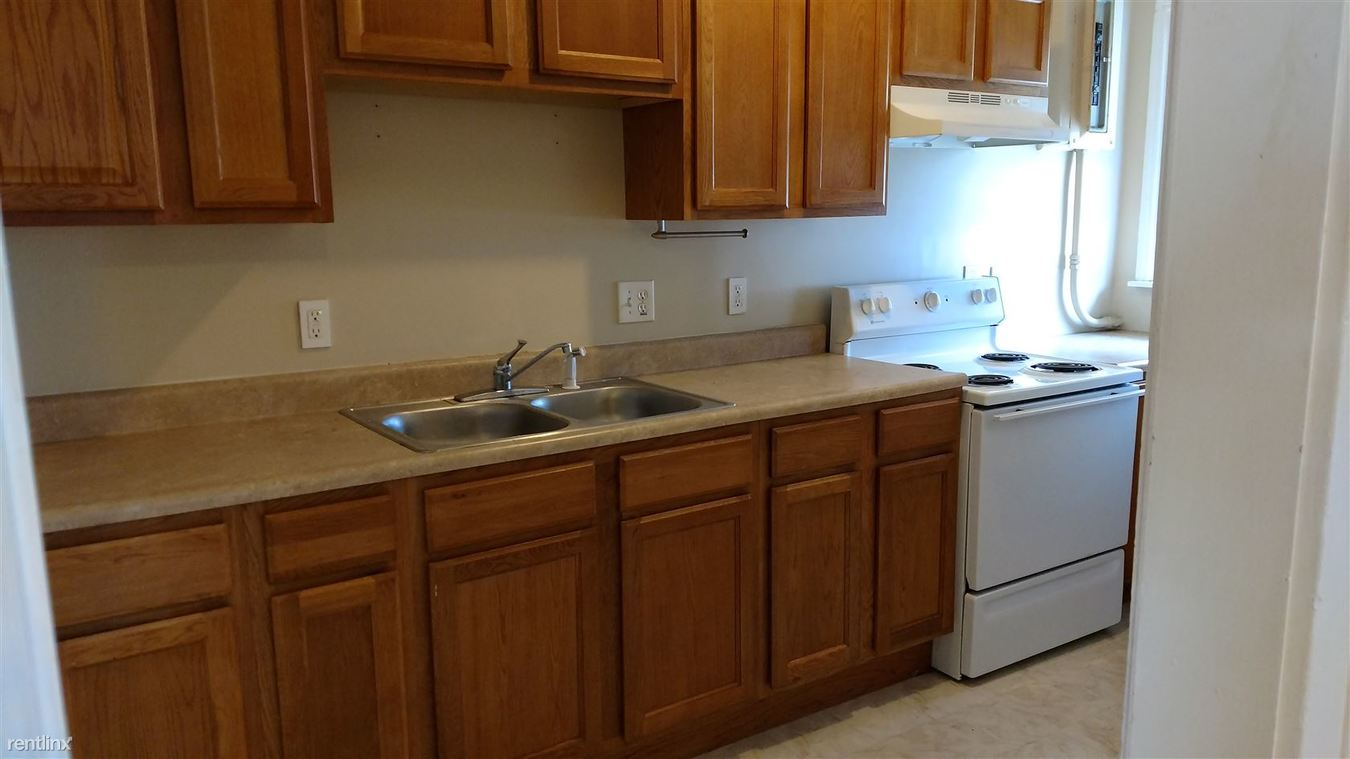 2 Bedrooms 1 Bathroom Apartment for rent at 903 N Walnut St in Lansing, MI