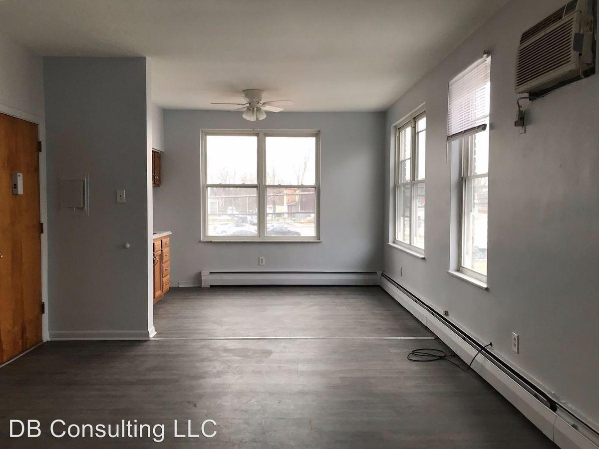 1 Bedroom 1 Bathroom Apartment for rent at 4010 Montgomery Road in Cincinnati, OH
