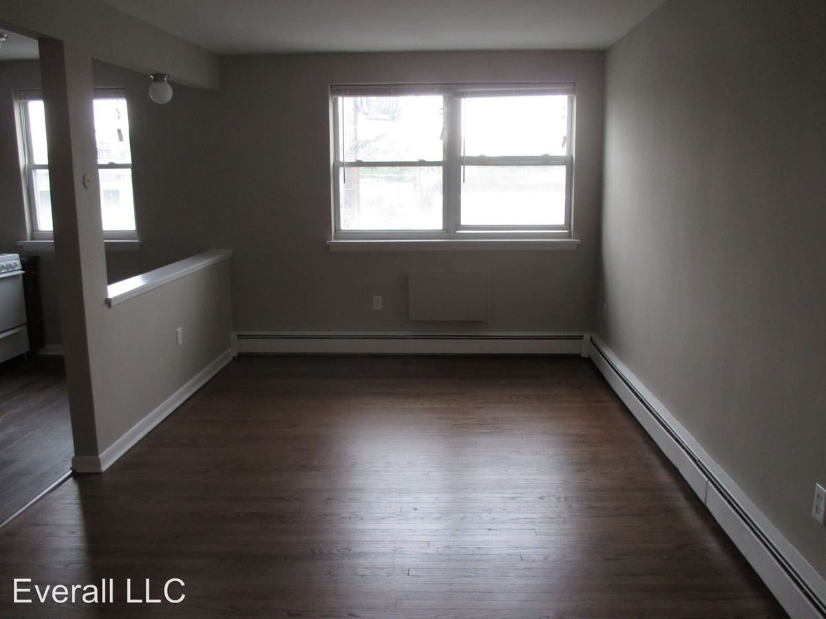 Studio 1 Bathroom Apartment for rent at 5 W Oakland Ave in Oaklyn, NJ