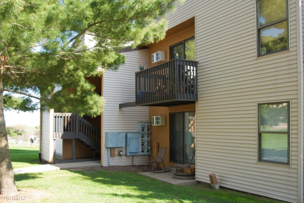 2 Bedrooms 1 Bathroom Apartment for rent at Knob Pines Apartments in Charlotte, MI
