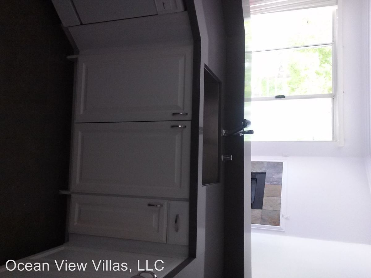 2 Bedrooms 2 Bathrooms Apartment for rent at 324 Idaho Avenue in Santa Monica, CA