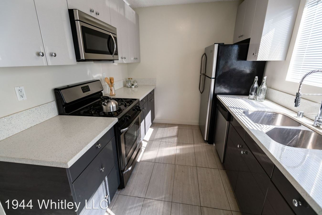 Studio 1 Bathroom Apartment for rent at 1944 Whitley Ave in Los Angeles, CA