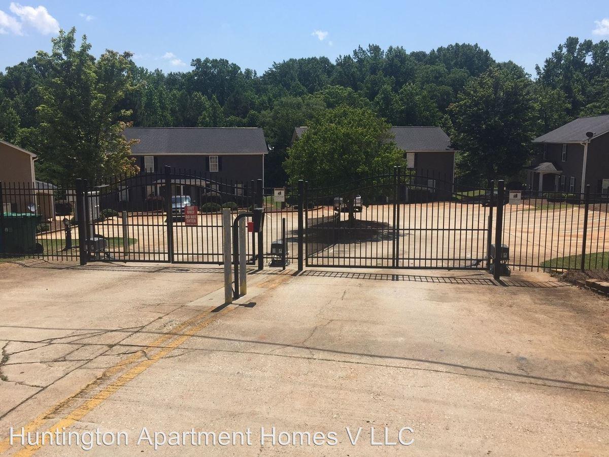 3 Bedrooms 3 Bathrooms Apartment for rent at 20-52 Preston Court in Commerce, GA