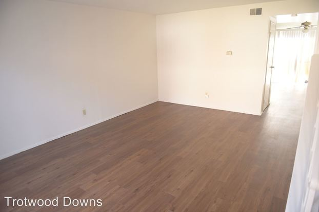 2 Bedrooms 1 Bathroom Apartment for rent at Tallyho Trotwood Drive in Hazelwood, MO