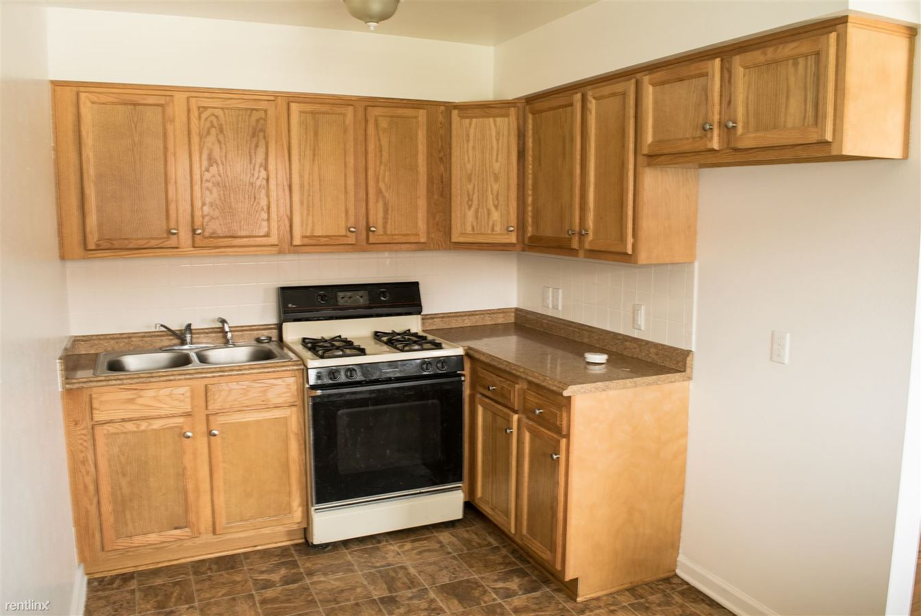 1 Bedroom 1 Bathroom Apartment for rent at 4337 Hill Ave in Toledo, OH