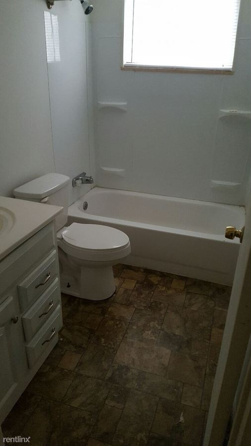 2 Bedrooms 1 Bathroom Apartment for rent at 1539 Brooke Park Dr in Toledo, OH