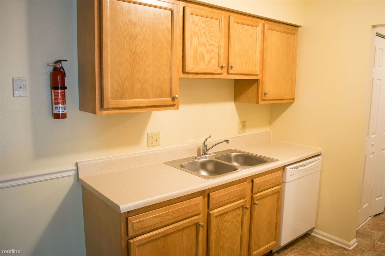 1 Bedroom 1 Bathroom Apartment for rent at Five Points Courtyard Apartments in Toledo, OH