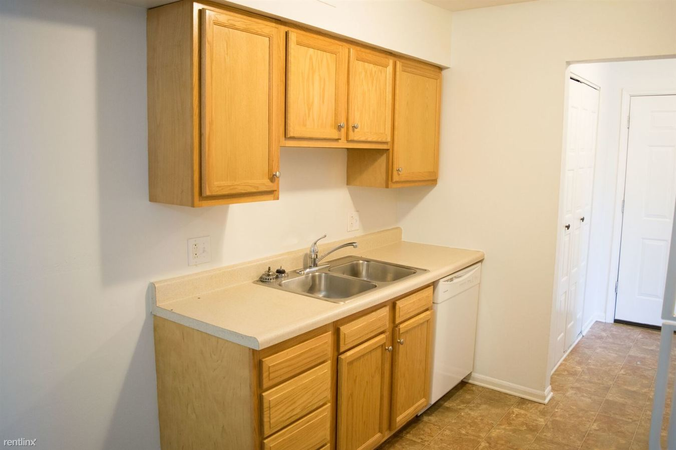 2 Bedrooms 1 Bathroom Apartment for rent at Five Points Courtyard Apartments in Toledo, OH