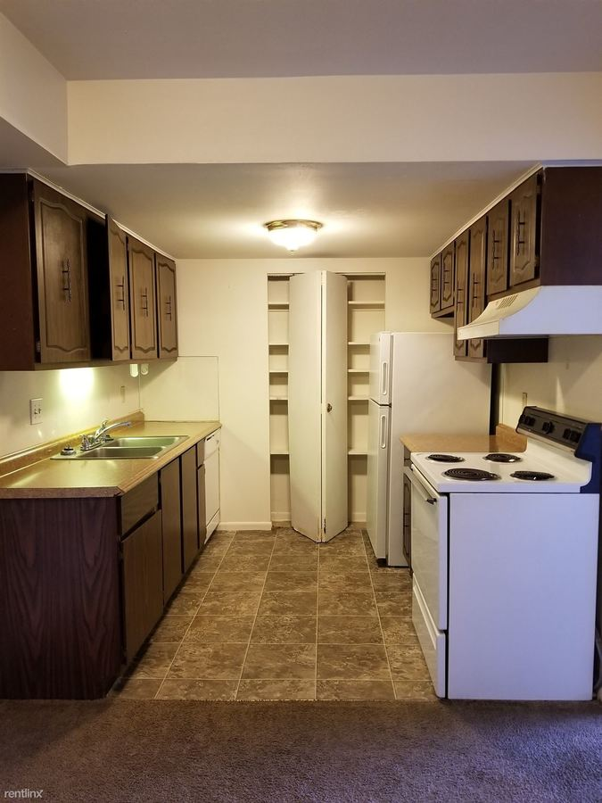 2 Bedrooms 1 Bathroom Apartment for rent at 2711 W Central Ave in Toledo, OH