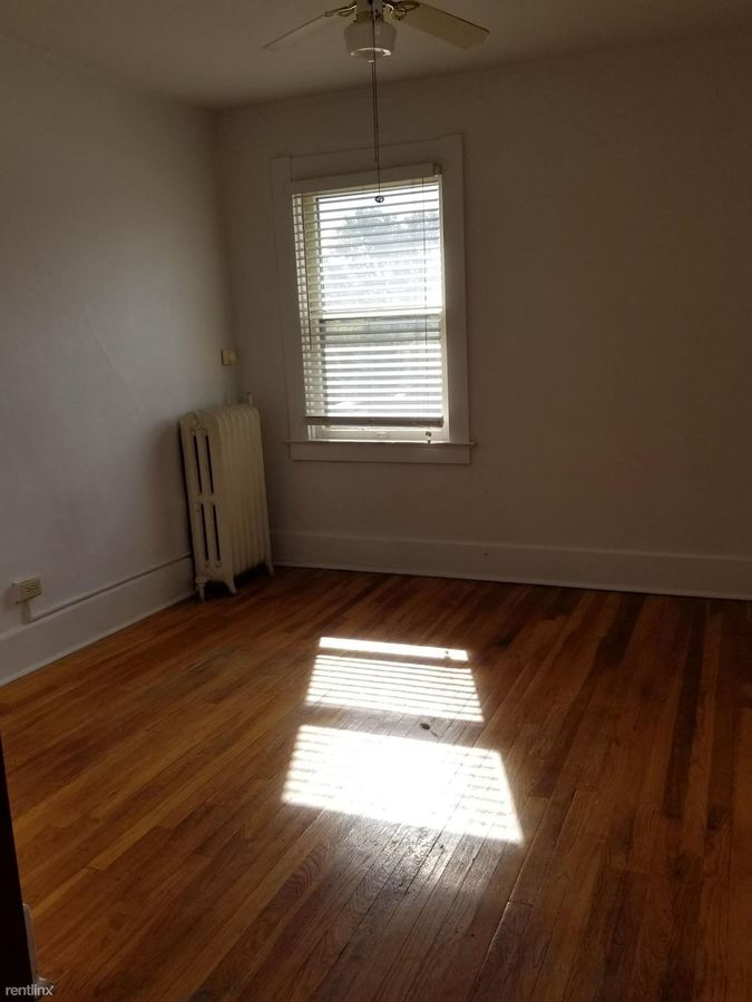 1 Bedroom 1 Bathroom Apartment for rent at 1391 W Sylvania Ave in Toledo, OH