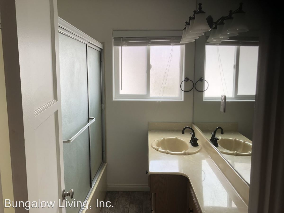 Studio 1 Bathroom Apartment for rent at 3046 Byron St in San Diego, CA