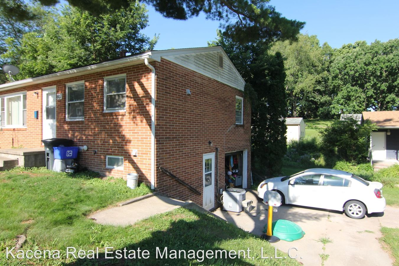 2 Bedrooms 1 Bathroom Apartment for rent at 605-607 Center St in Iowa City, IA