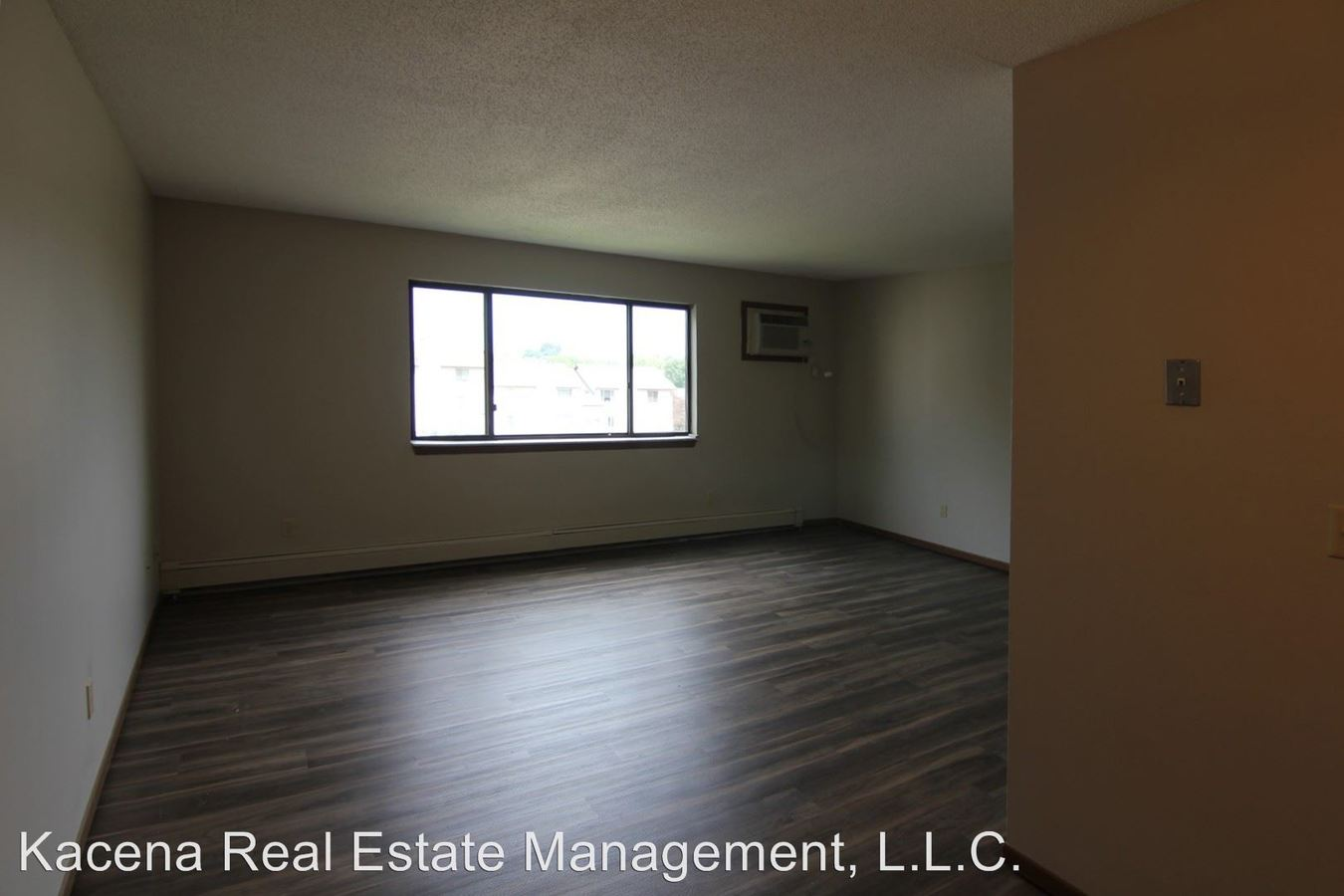 2 Bedrooms 1 Bathroom Apartment for rent at 934 23rd Ave Pl in Coralville, IA