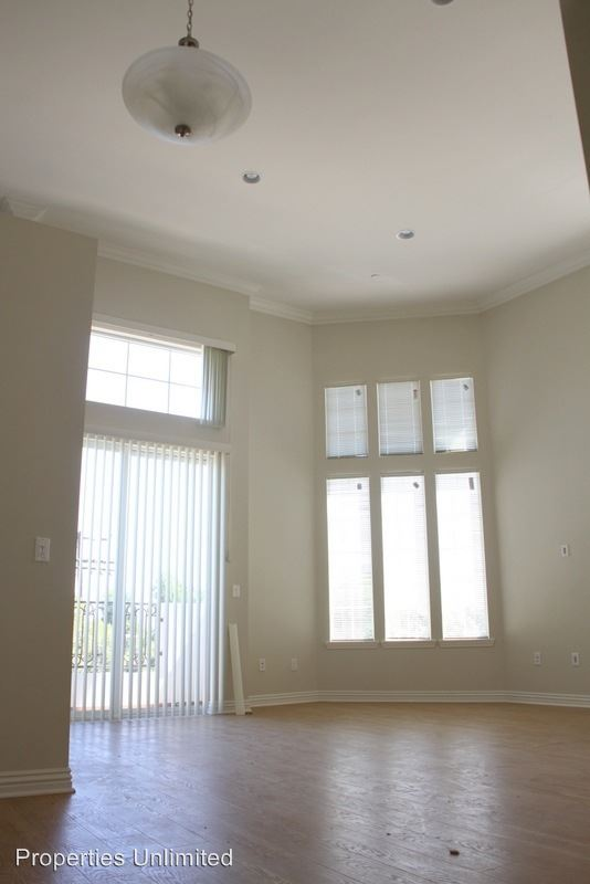 3 Bedrooms 3 Bathrooms Apartment for rent at 12345 Chandler Blvd in Valley Village, CA