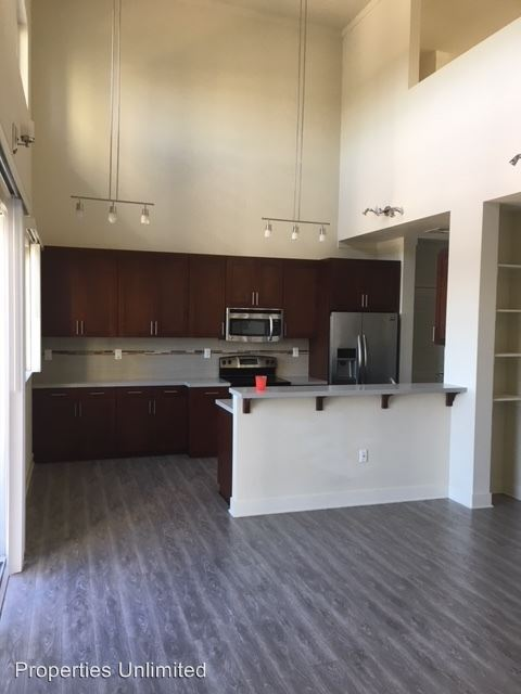 2 Bedrooms 2 Bathrooms Apartment for rent at 15210 Ventura Blvd in Los Angeles, CA
