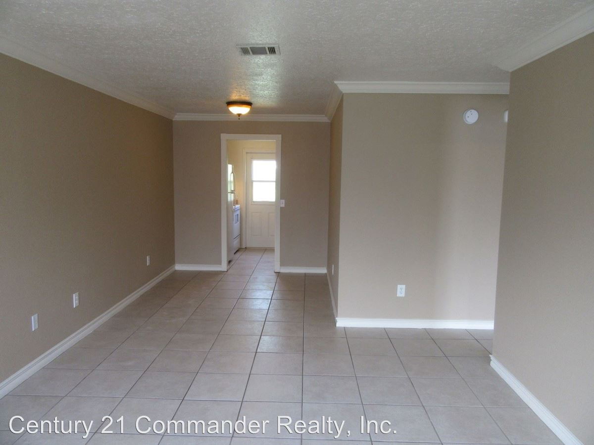 2 Bedrooms 1 Bathroom Apartment for rent at 1104 W 19th Court in Lynn Haven, FL