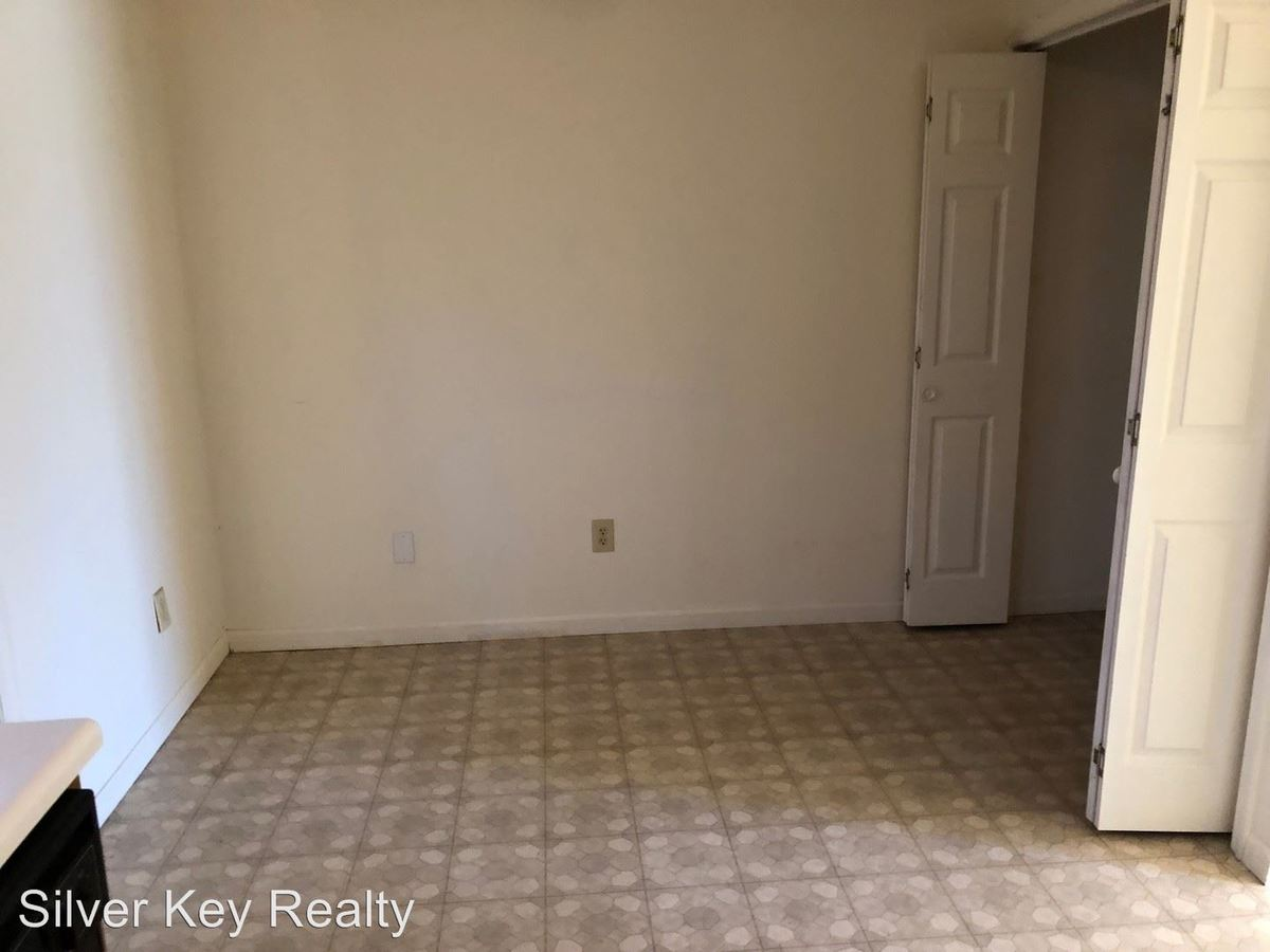 2 Bedrooms 1 Bathroom Apartment for rent at 408 & 410 Oklahoma Street in Madisonville, TN