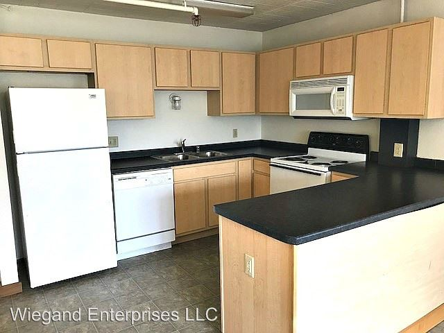 3 Bedrooms 1 Bathroom Apartment for rent at 2125 West Kilbourn in Milwaukee, WI