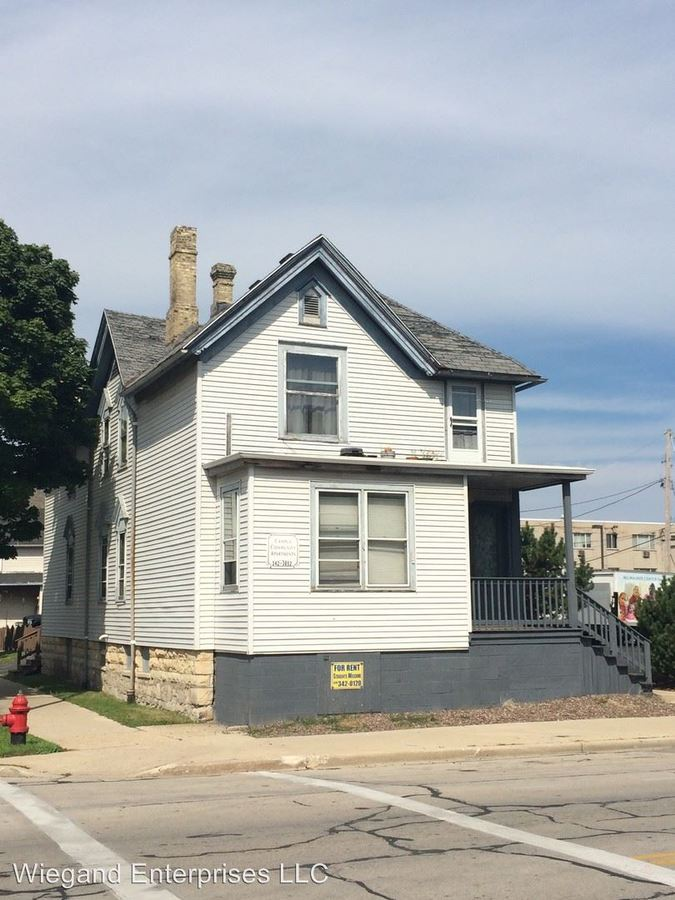 2 Bedrooms 1 Bathroom Apartment for rent at 2128-30 West Wells in Milwaukee, WI