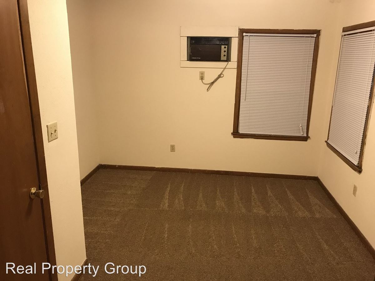 3 Bedrooms 1 Bathroom Apartment for rent at 402 S Ninth St. in Columbia, MO