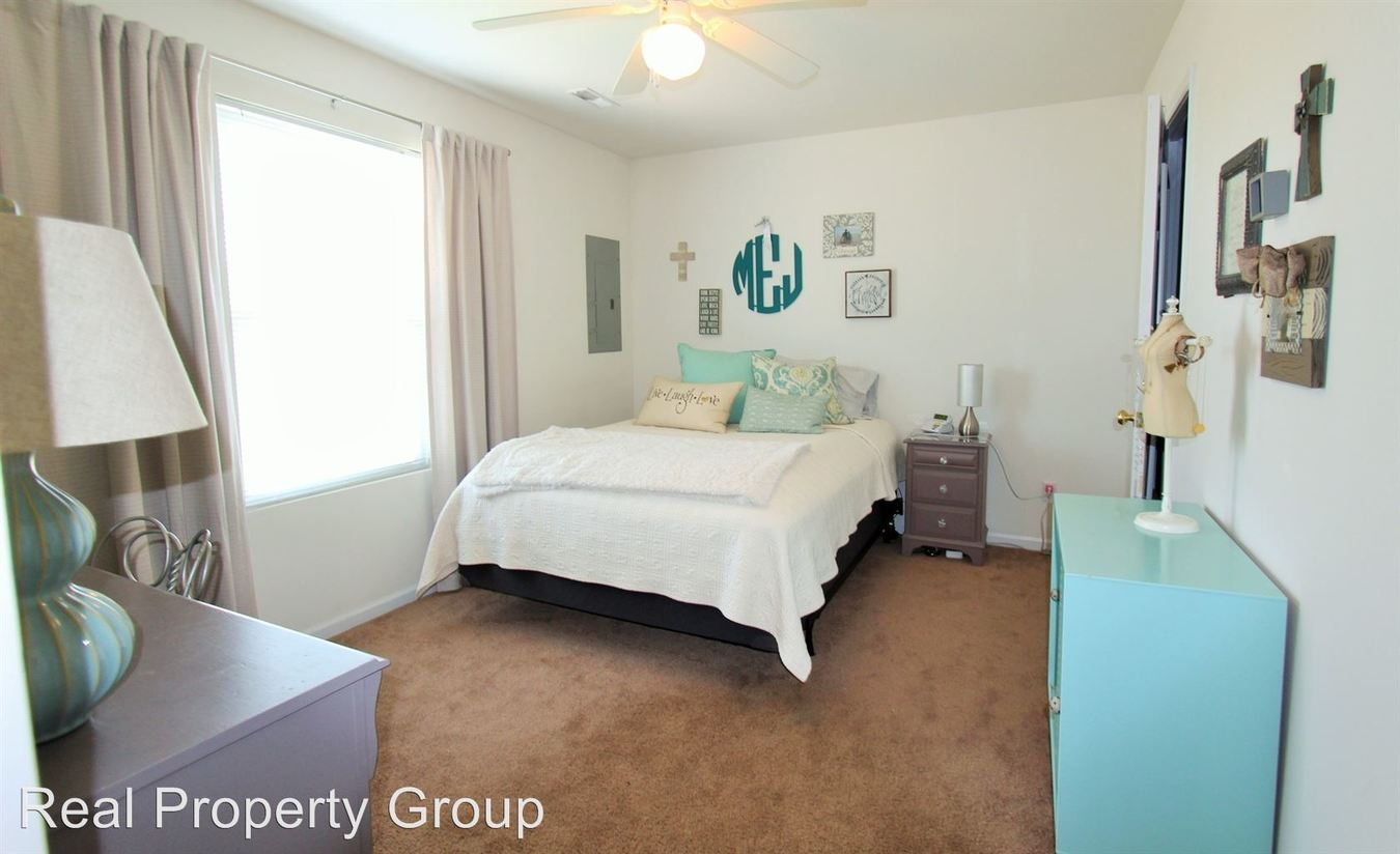 3 Bedrooms 2 Bathrooms Apartment for rent at 2601 Old Highway 63s in Columbia, MO