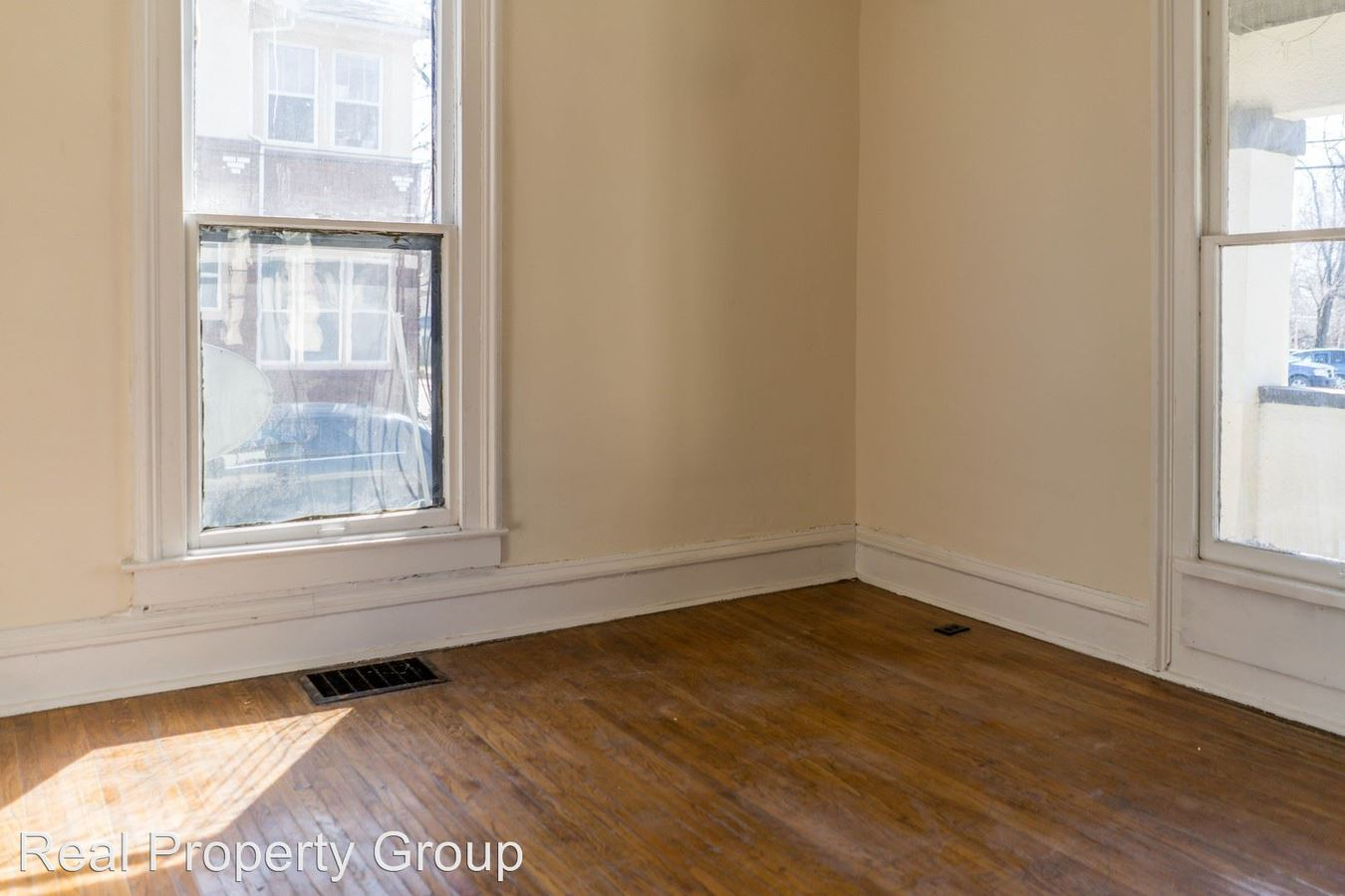 2 Bedrooms 1 Bathroom Apartment for rent at 402 N Tenth St. in Columbia, MO