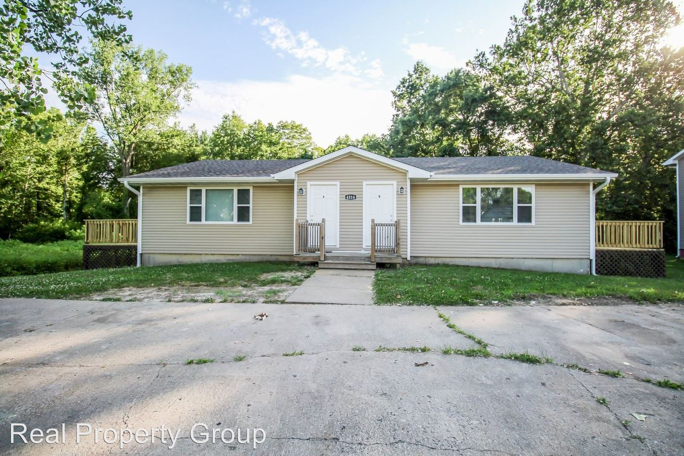 2 Bedrooms 1 Bathroom Apartment for rent at 4314 Mesa Dr. in Columbia, MO