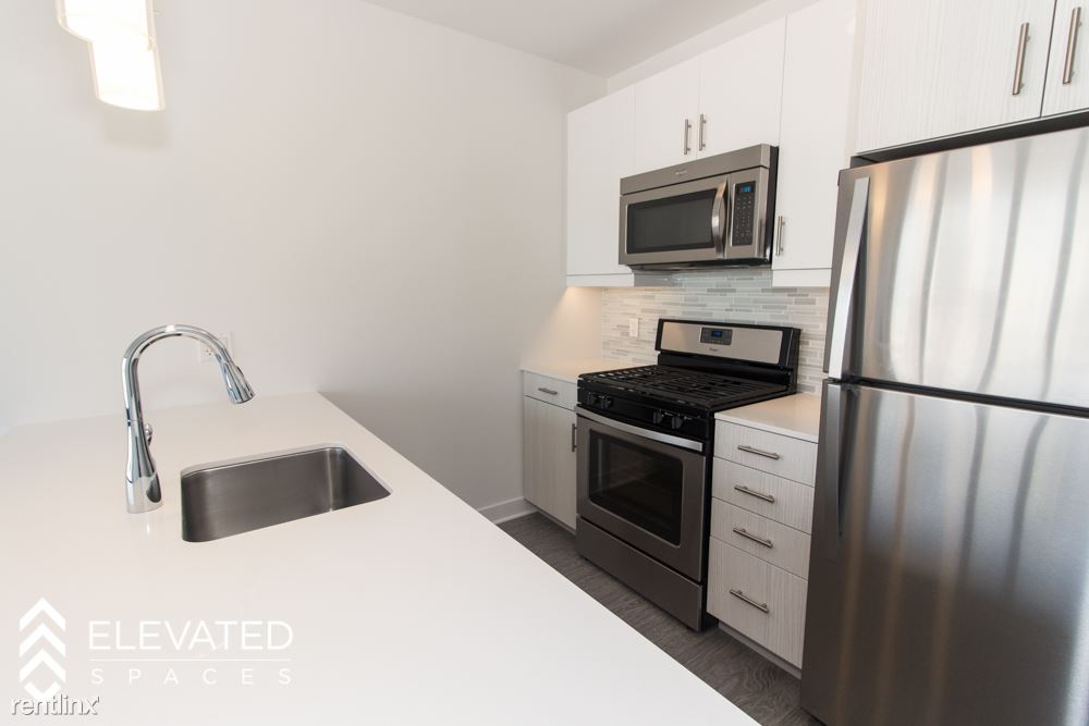 Studio 1 Bathroom Apartment for rent at State & 8th Street in Chicago, IL